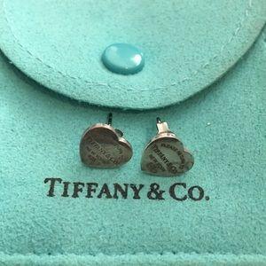 Pre💚 Tiffany and Co mini earrings